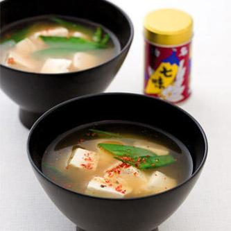 豆腐と絹さやのみそ汁